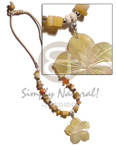 Native 40mm mop flower groove shell necklace