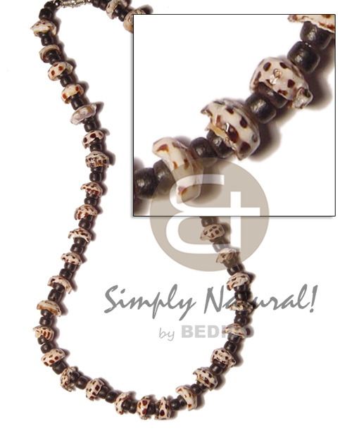 Fashion 4-5mm black coco pokalet. shell necklace