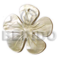 Ladies hammershell flower groove 40mm shell pendant