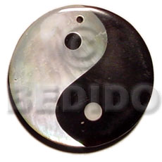 Ethnic yin yang blacktab and hammershell shell pendant