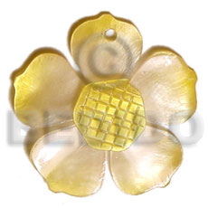 Ladies graduated yellow 25mm hammershell flower shell pendant