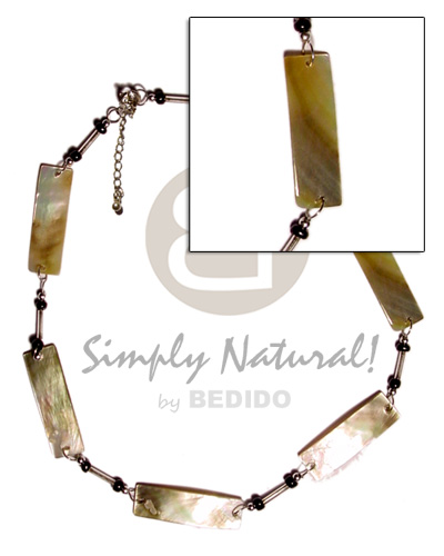Ethnic 10mmx40mm looped blacklip bars shell necklace